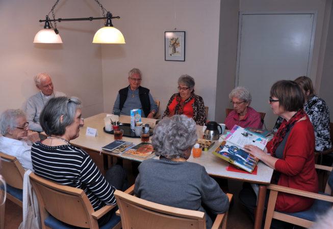 Voorlezen in Het Polderhuis Foto : Rinie Boon